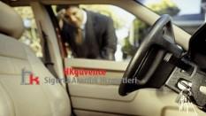 Araba Anahtarını İçeride Unutma